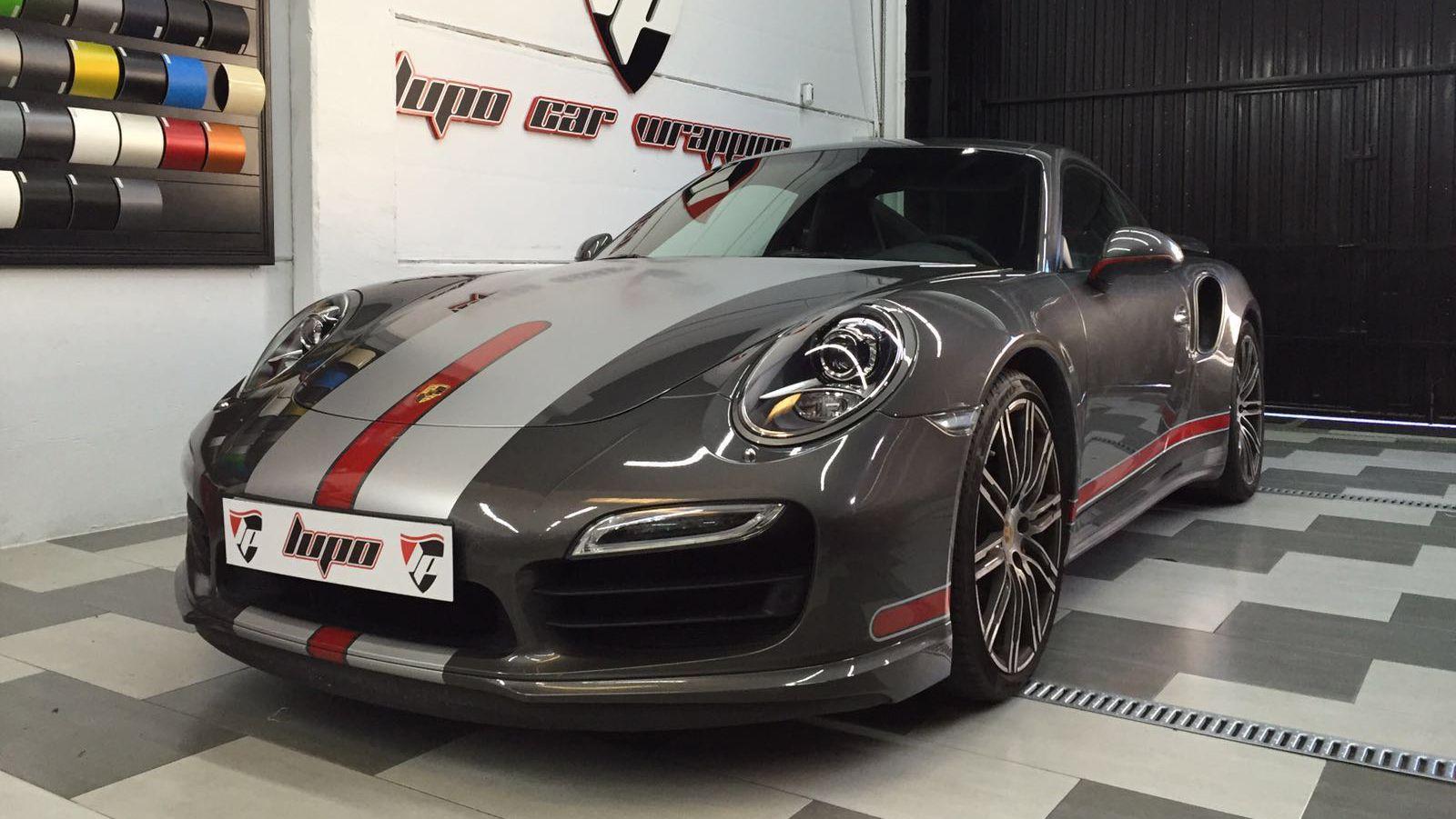 Porsche 911 turbo dise o franjas rojo y gris lupo car - Porche diseno ...
